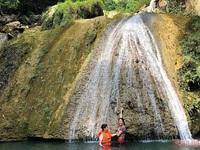 Khuoi Nhi waterfall: A natural fish massage spa in Tuyen Quang