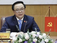 Vietnamese, Chinese Party officials hold phone talks
