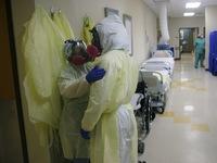 Hơn 25,3 triệu người mắc COVID-19 trên toàn cầu, Brazil có số ca nhiễm mới thấp kỷ lục