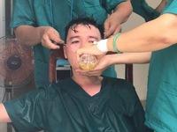 Nhân viên y tế kiệt sức giữa tâm dịch Đà Nẵng - Những hình ảnh nhói lòng...