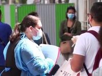 Pháp xét nghiệm COVID-19 miễn phí cho người dân khiến ngành y quá tải