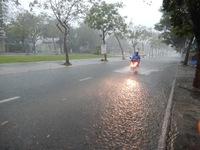 Đà Nẵng mưa xối xả, nhiều tuyến đường bị ngập