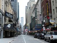 Các rạp hát trở thành 'miếng mồi ngon' trong mùa COVID-19