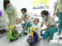 Chị em Song Nhi rủ nhau 'đua xe', bắt đầu những bài học đầu tiên