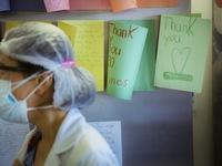 COVID-19 gây 'chấn thương tâm lý hàng loạt' cho nhân viên y tế trên khắp thế giới