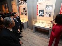 Khai mạc trưng bày 'Đảng Cộng sản Việt Nam - Từ Đại hội đến Đại hội'