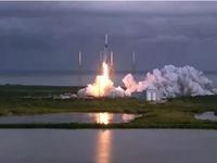 SpaceX lập kỷ lục phóng vệ tinh từ tên lửa