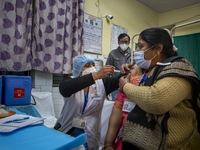 Ấn Độ phê duyệt cùng lúc 2 vaccine và sẽ tiêm chủng miễn phí