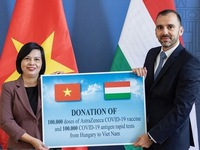 Hungary presents COVID-19 vaccine, medical supply to Vietnam