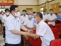 N.A. Chairman meets voters in Hai Phong