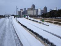 Tuyết bao phủ 75% diện tích đất nước, cuộc sống của người dân Mỹ gần như bị đình trệ
