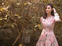 Lã Thanh Huyền khoe vẻ đẹp dịu dàng đằm thắm với váy hoa
