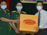 Standing member of Party Central Committee's Secretariat pays Tet visit to soldiers