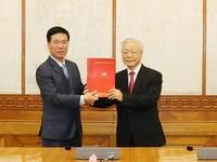 Politburo assigns tasks to two Politburo members