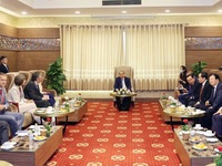 PM hosts int'l development partners on sidelines of Mekong Delta conference