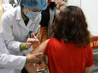 Vietnam completes first shots of Nano Covax in second-stage human trials