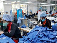 Bangladeshi newspaper analyses Vietnam apparel sector's advantages