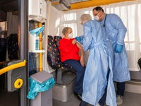 Một số quốc gia châu Âu thay đổi chiến lược tiêm vaccine ngừa COVID-19