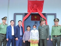 Social houses presented to needy families in Thanh Hoa