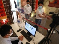 Hanoi to test 4,000 people at risk of contracting COVID-19