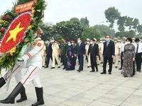 Ho Chi Minh City leaders pay tribute to heroes on reunification anniversary