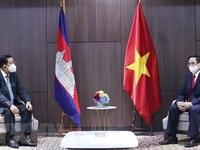 PM meets Cambodian, Singaporean, Malaysian counterparts