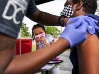 Tiêm 1 liều vaccine AstraZeneca giảm 80%, đủ 2  liều vaccine Pfizer giảm 97#phantram nguy cơ tử vong do COVID-19