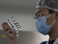 Tiêm vaccine 'thần tốc', hơn 1,4 tỷ dân Trung Quốc sống chung an toàn với COVID-19