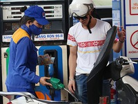 Domestic retail petrol prices rise by over VND700 per litre