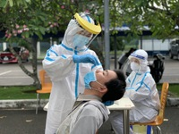TP. Hồ Chí Minh: Tất cả người dân khi sốt, ho, đau họng khi đến cơ sở y tế phải xét nghiệm SARS-CoV-2