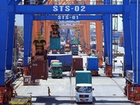 Vietnamese, German firms sign contract for supply of container cranes