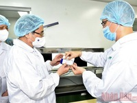 PM: Vietnam must be able to produce COVID-19 vaccines no later than June 2022