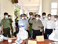 PM inspects COVID-19 prevention and control in Dong Nai province