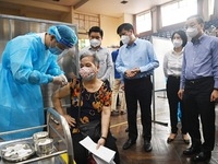 Health Minister asks Hanoi to ensure progress, safety of COVID-19 vaccination