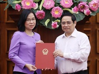PM hands over appointment decision to Vietnam News Agency's General Director