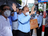 President Nguyen Xuan Phuc shares in difficulties facing Ho Chi Minh City residents