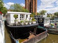 Anh: Giá nhà cao, nhiều người chọn nhà thuyền để an cư