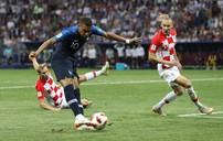 VIDEO: Mbappe ghi bàn từ cú sút xa hiểm hóc (ĐT Pháp 4-1 ĐT Croatia)