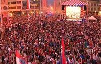 Hàng nghìn CĐV Croatia đổ ra đường chào đón á quân World Cup 2018 trở về