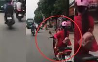 Vừa ôm em bé vừa phóng xe tốc độ cao nữ tài xế vẫn thản nhiên gác chân lên xe