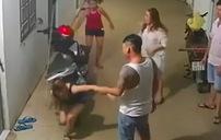 Thanh niên to khỏe hành hung hai cô gái tại xóm trọ