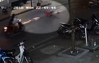 """Thanh niên đi xe máy bị """"xòe"""", lộn nhiều vòng và cái kết không ngờ"""