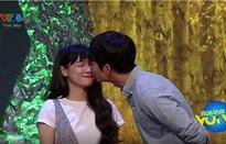 Kang Tae Oh hôn chớp nhoáng Nhã Phương trên sóng truyền hình