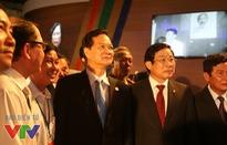 Thủ tướng thăm gian hàng VTV tại Triển lãm 70 năm thành tựu kinh tế-xã hội