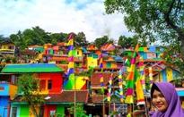 """Khu ổ chuột ở Indonesia """"hóa"""" làng cầu vồng tuyệt đẹp"""