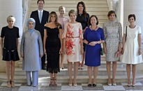 Bạn đời đồng tính của Thủ tướng Luxembourg nổi bật giữa các đệ nhất phu nhân