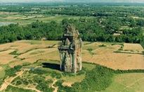 Về Bình Định chiêm ngưỡng tháp Cánh Tiên huyền tích Chăm Pa