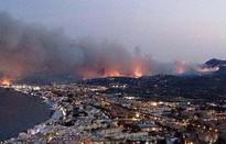 Tây Ban Nha sơ tán hơn 2.000 người dân vì cháy rừng dữ dội