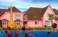 """Ngỡ ngàng căn nhà được """"hô biến"""" thành thế giới của búp bê Barbie"""
