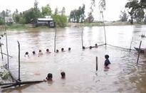 Lớp học bơi đặc biệt mùa nước nổi